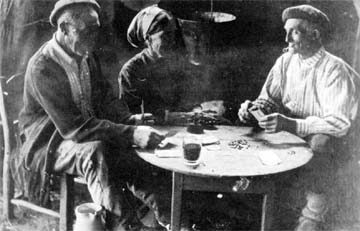 10d6850cfc535 Aldeanos vizcainos (Gernika ) tocados de boina y jugando al mus. (Arch.  Museo S. Telmo)