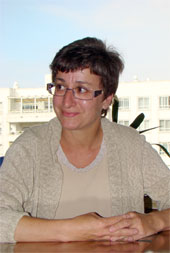María Ángeles de la Caba Collado. Doctora en Pedagogía. Licenciada en Psicología: Puede parecer contundente, pero en nuestra sociedad, los valores no los marca la educación sino el mercado