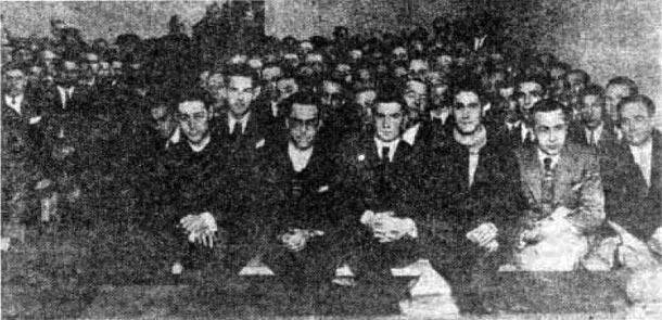 Revolución de octubre de 1934. Sala del consejo de guerra, en Pamplona / Iruña, ocupada por los 172 procesados de Eibar. Enero de 1936