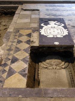 Losas sepulcrales del mausoleo de don Andrés de Madariaga (Zehazten ZK)
