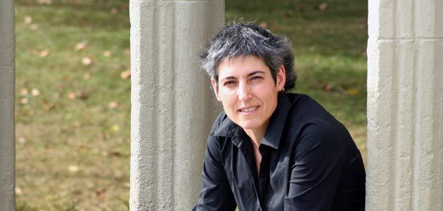 Paula Kasares. Lingüista: El trío lengua-cultura-sociedad es inseparable
