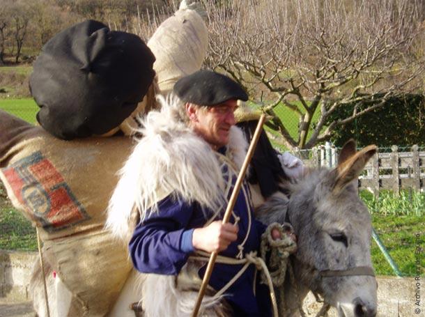 El hombre de paja llegando a Eguino (Alava)