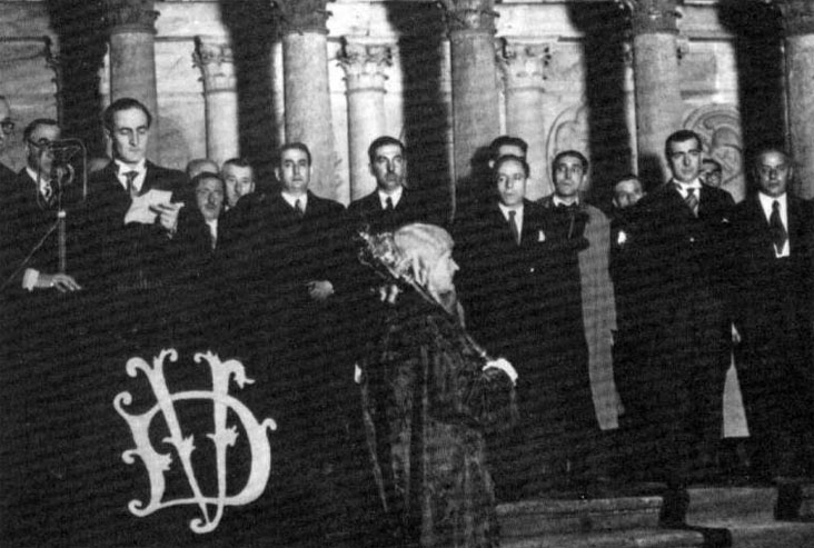 Jos? Antonio Aguirre jura su cargo, como primer presidente del Gobierno Vasco, bajo el ?rbol de Gernika el 7 de octubre de 1936